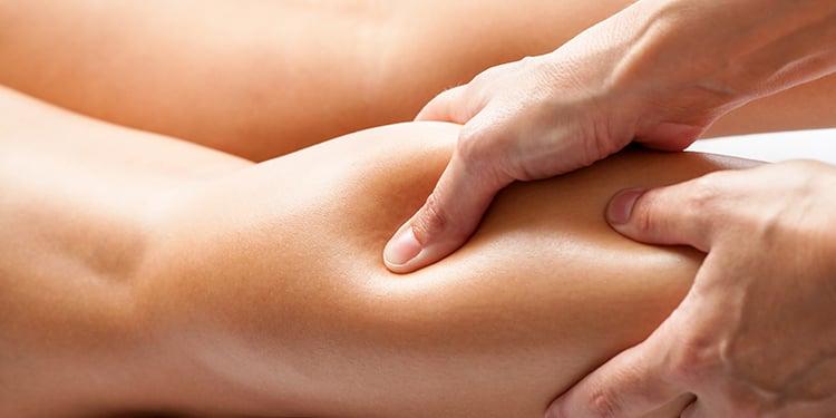 Massaggio effettuato ad una gamba