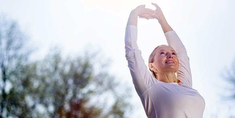 Donna che fa attività fisica e sport