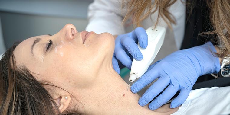 Operazione del medico estetico